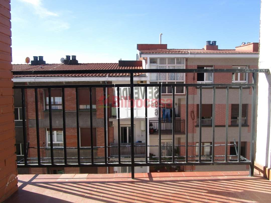 Piso venta bilbao barrio zurbaran con grandes for Piso kirikino bilbao