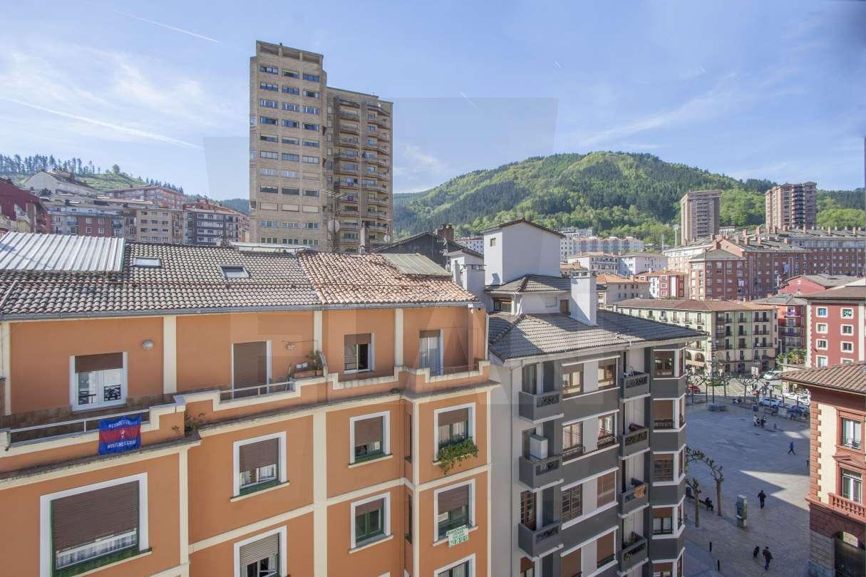 Eibar pisos a la venta en eibar calle toribio echeberria for Pisos de obra nueva