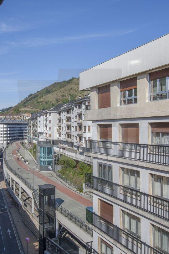 Eibar pisos a la venta en eibar calle toribio echeberria for Pisos caixabank