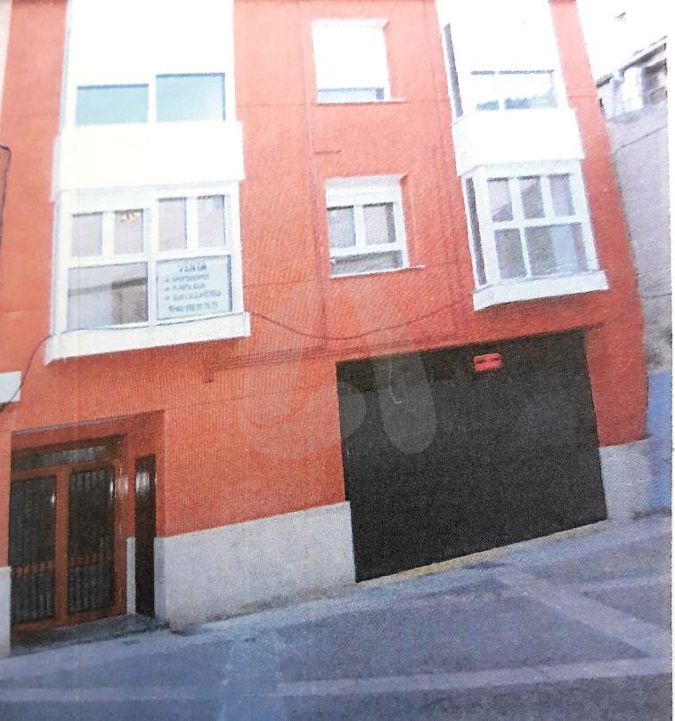 Edificio dos plantas. Calahorra, La Rioja
