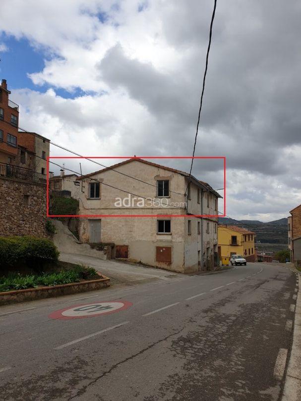 Oportunidad única – Casa con terreno en Nalda con bonitas vistas y muchas posibilidades