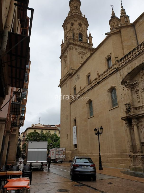 Oportunidad Disponible magnífico piso en Portales junto a la concatedral de La Redonda