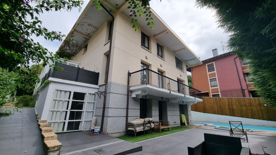 Villa en venta en Ategorrieta