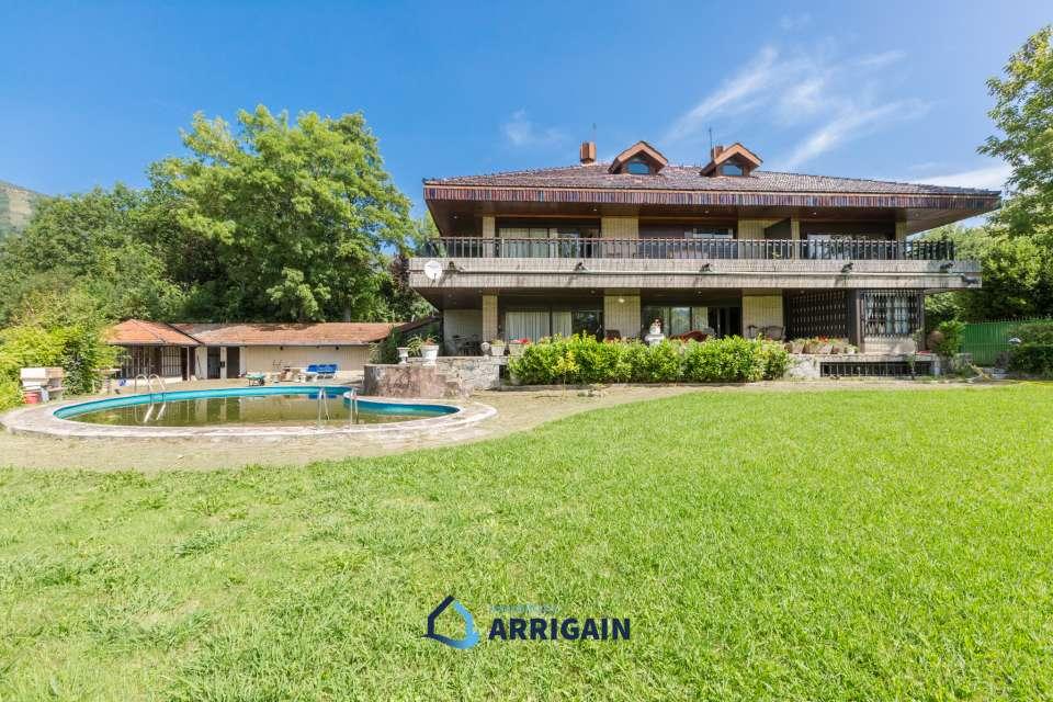 Villa en venta con gran terreno en el Golf de Jaizkibel
