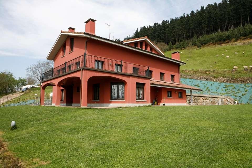 Preciosa casa bifamiliar con terreno en Azpeitia