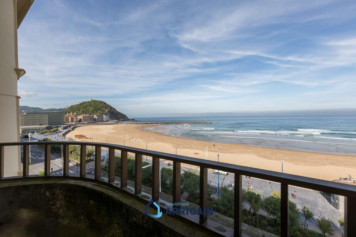 Gran piso en La Zurriola-Gros con bonitas vistas al Mar