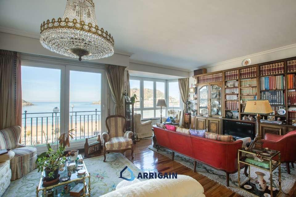 Bonito piso con preciosas vistas al la bahía de la Concha