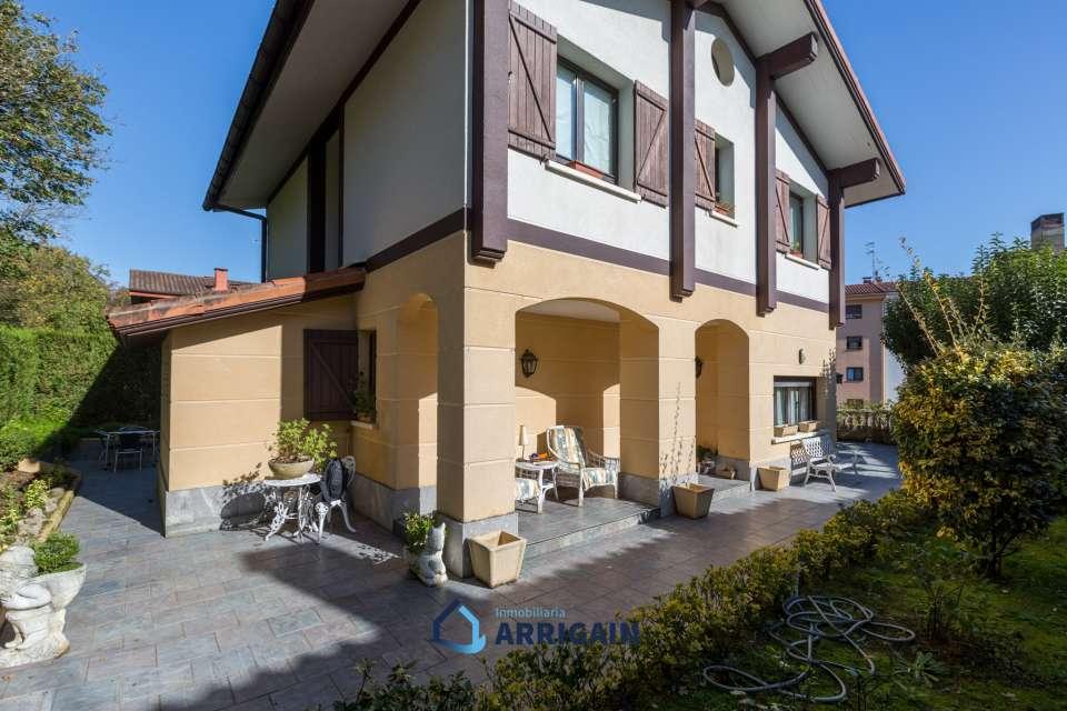 Bonita villa en venta en el centro de Usurbil