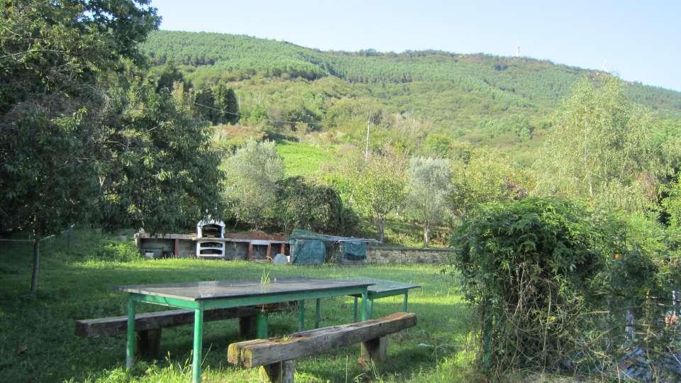Terreno de 14.000m2 con un txoko de hormigón de 70m2 en venta en Lezo
