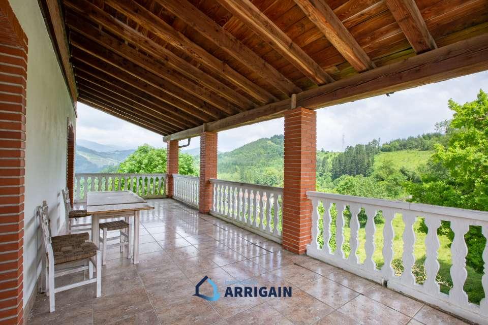 Villa individual con terreno en venta en Gabiria