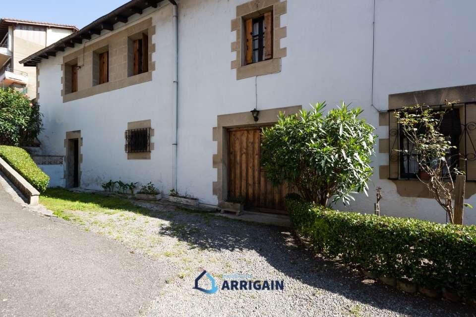 Casa en venta con entrada privada en Bidebieta-Trintxerpe