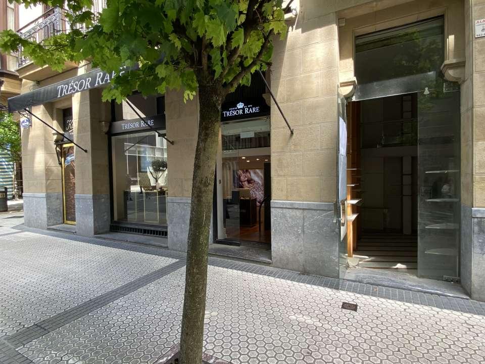 Local comercial en la calle San Marcial, junto a la calle Loiola.