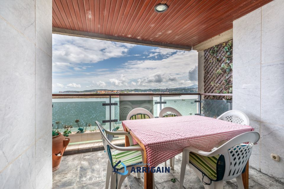 Bonito piso con terraza en la paseo de Butrón-Hondarribia con preciosas vistas a la bahía de Txingudi