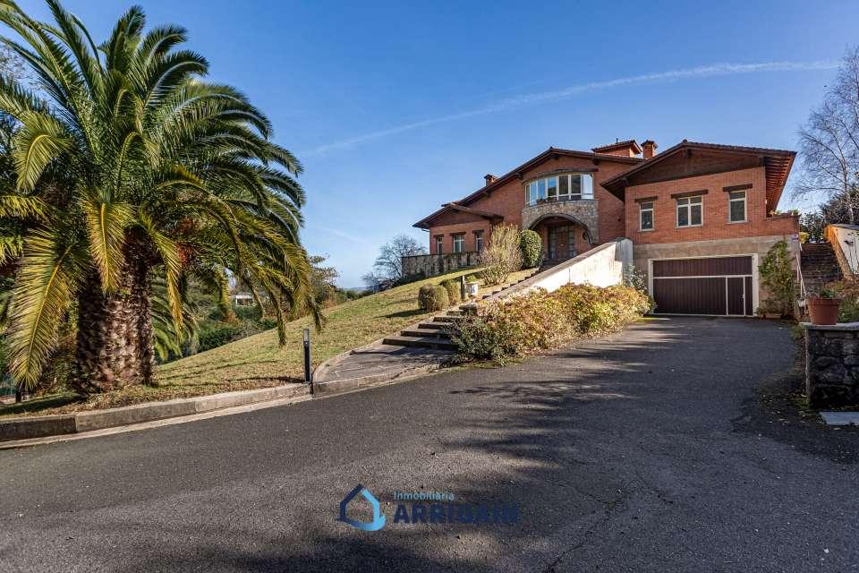 Se vende villa individual en el golf de Jaizubia