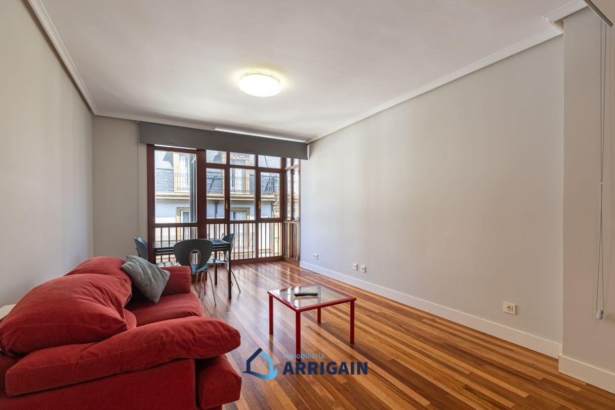 Bonito piso en venta en edificio de hormigón