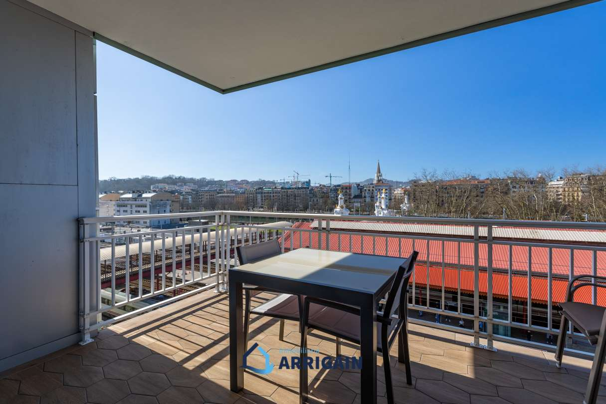 Precioso piso con terraza en Duque de Mandas