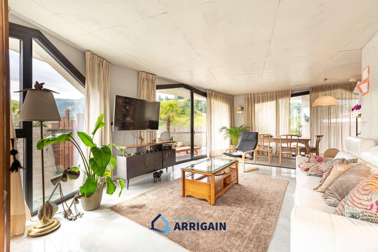 Gran piso con terraza en venta en Azkenportu Zizurkil