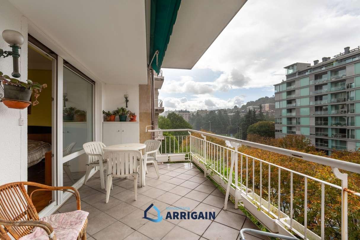Gran piso en venta con terraza en Sancho el Sabio