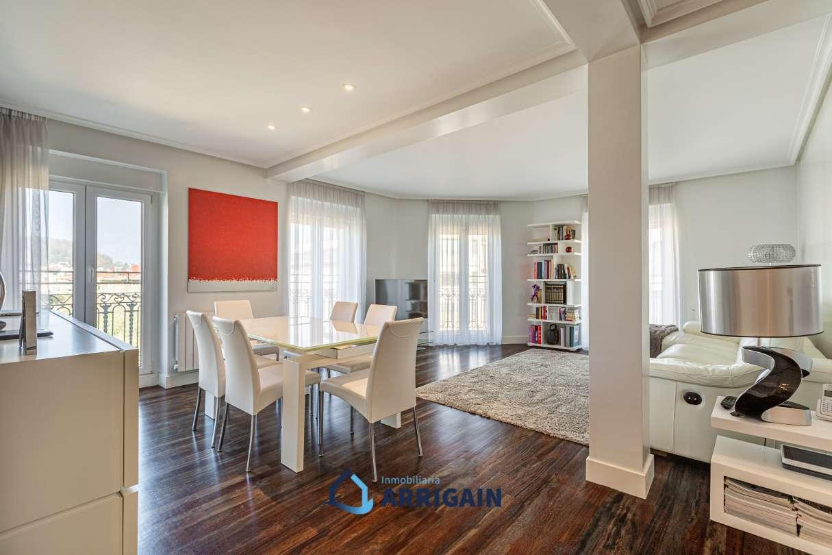 Bonito piso en esquina en planta alta en el centro de San Sebastian