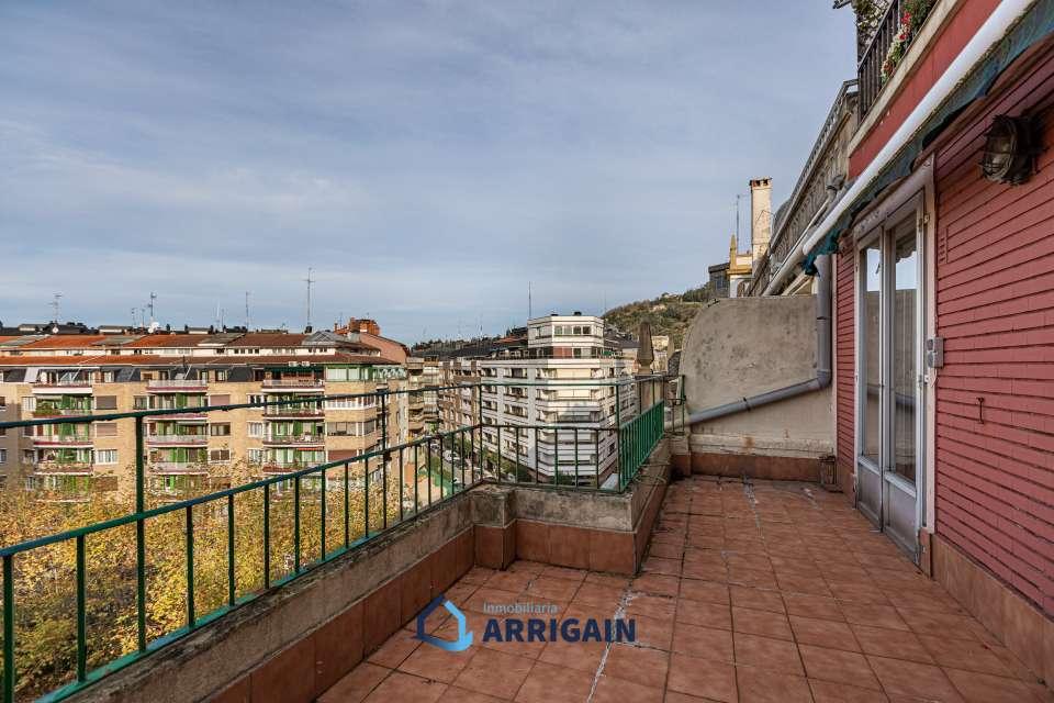 Gros piso en venta en edifico de Hormigón con 2 terrazas