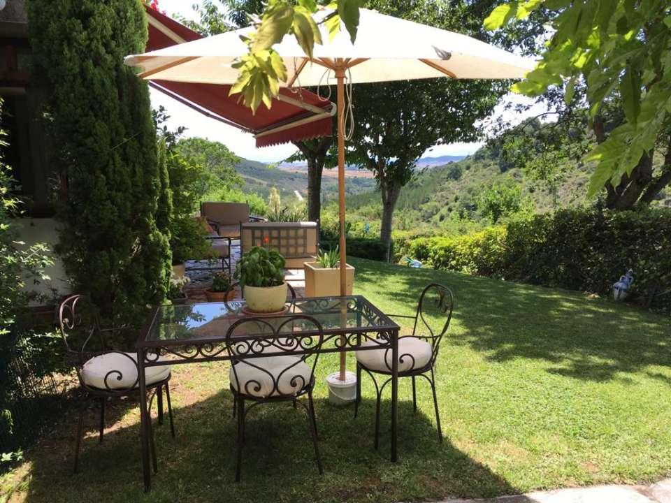 Casa con jardín y piscina en Eguillor a 15Km. de Pamplona