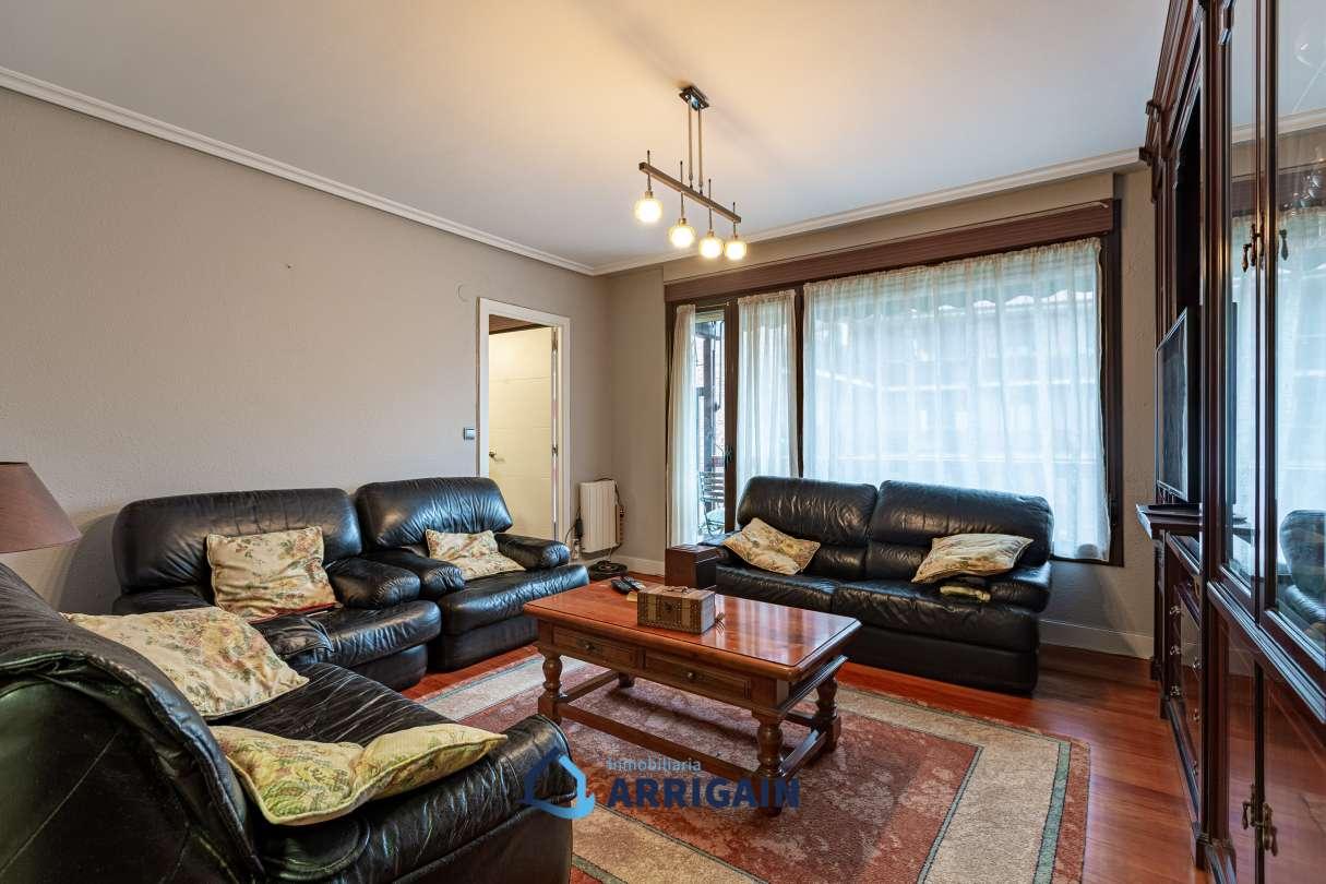 Bonito piso en venta en el centro de Astigarraga con terraza y garaje opcional