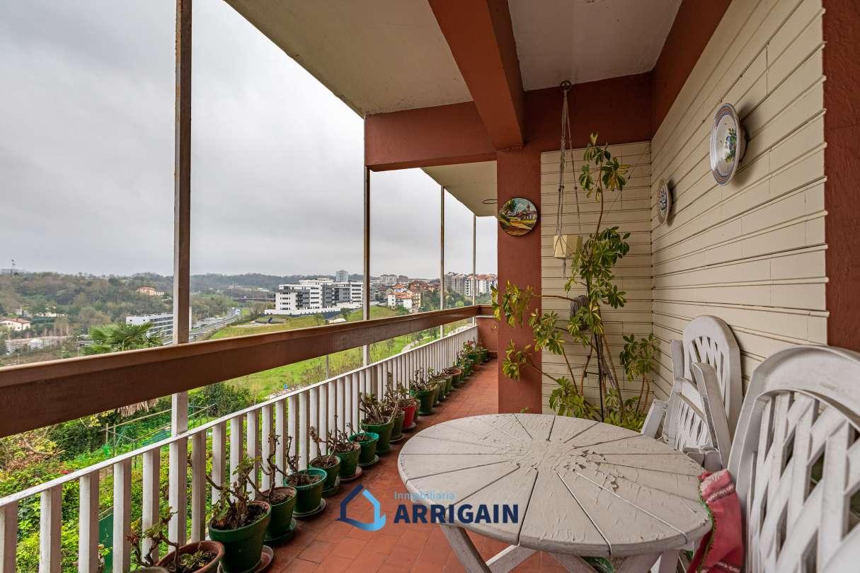 Piso totalmente exterior con terraza en Intxaurrondo