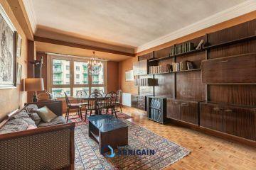 Gran piso en venta en Amara con pequeña terraza