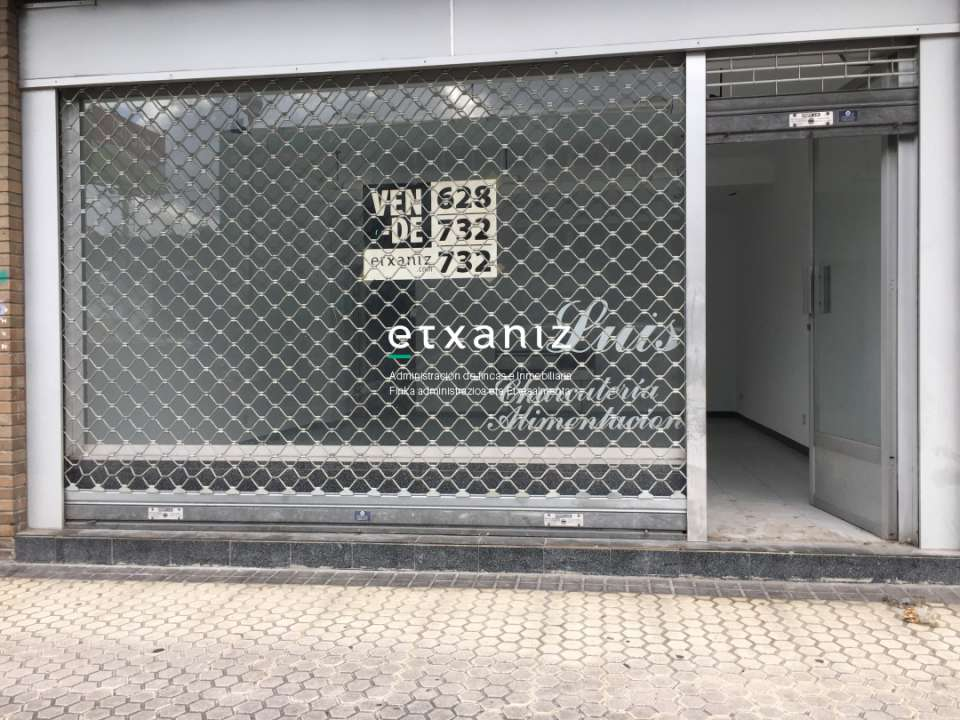 LOCAL COMERCIAL CON ESCAPARATE EN VENTA.